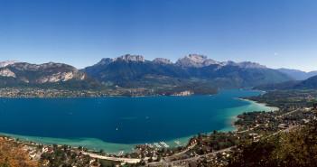 Panorama sur la lac d'Annecy depuis les hauteurs de Sevrier